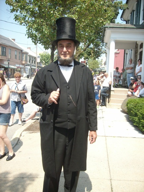 portrays Lincoln